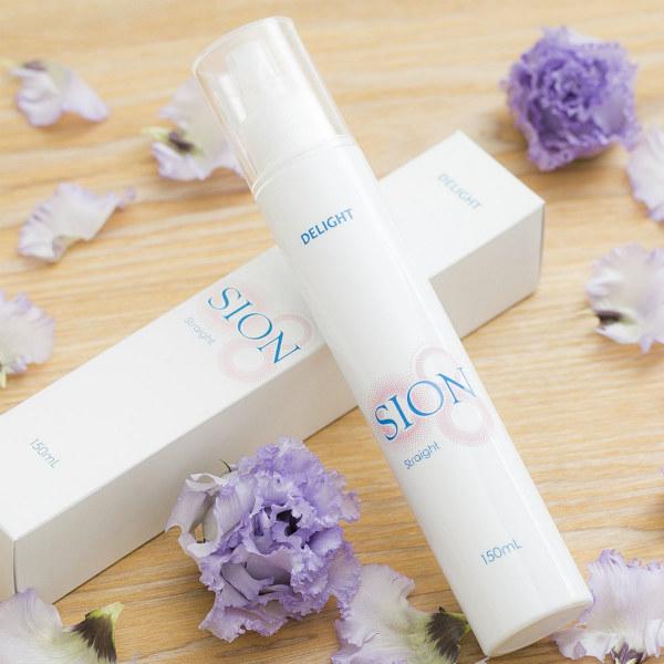 無添加全身化粧水「SION Straight」は、防腐剤・香料・着色料未使用。敏感肌の方にもおすすめです。